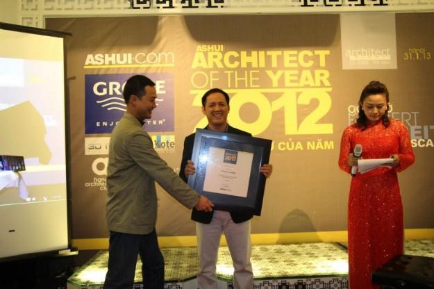 """KTS Võ Cao Thắng nhận giải """"Kiến trúc sư trẻ triển vọng của năm 2012″."""