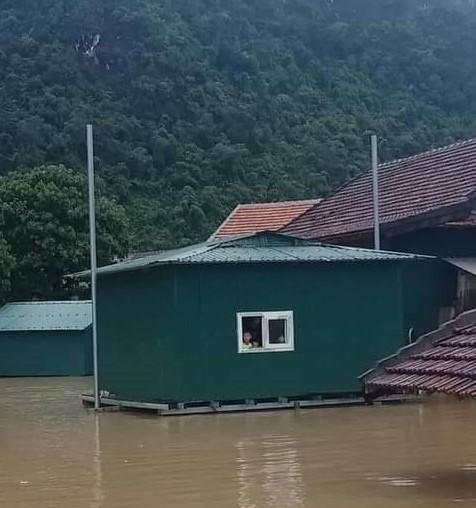 Nhà phao nổi lên trong đợt lũ ngày 5/9/2019 tại Tân Hóa, Quảng Bình