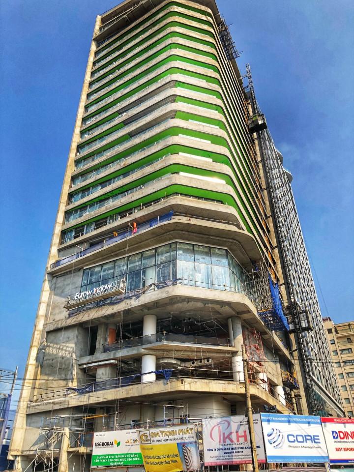 Thi công trần ban công bán hở với tấm Glass-Mat tạidự án Liberty Central Đà Nẵng. Quy mô 2.000 m2