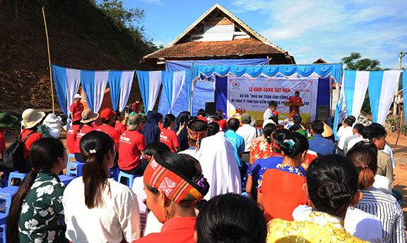 prudential-viet-nam-khoi-cong-xay-dung-nha-an-toan-cho-nguoi-dan-vung-bao-lu4