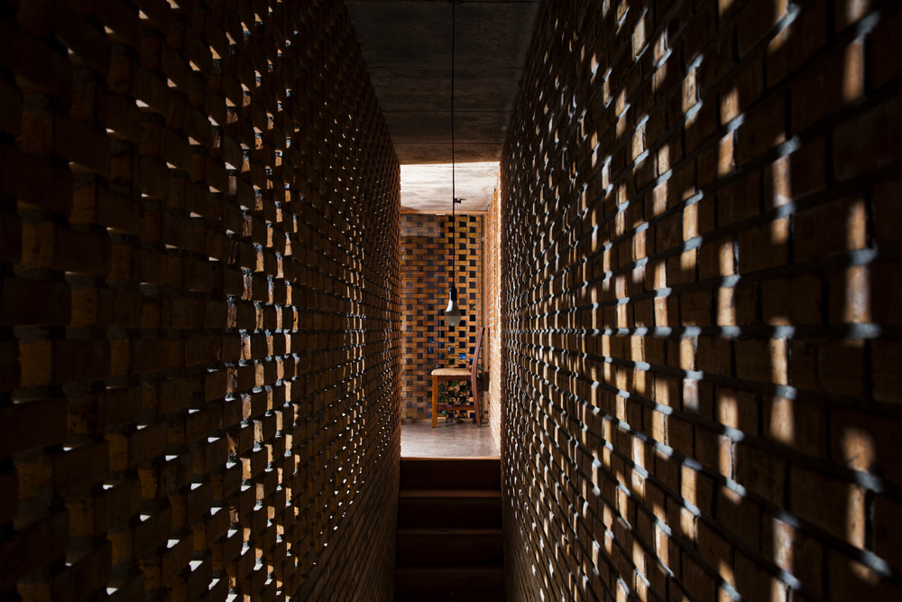 Termitary House / Tropical Space 11