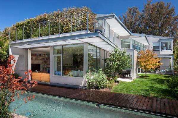Ngôi nhà sử dụng 100% năng lượng tự tái tạo của Buzz YudellA