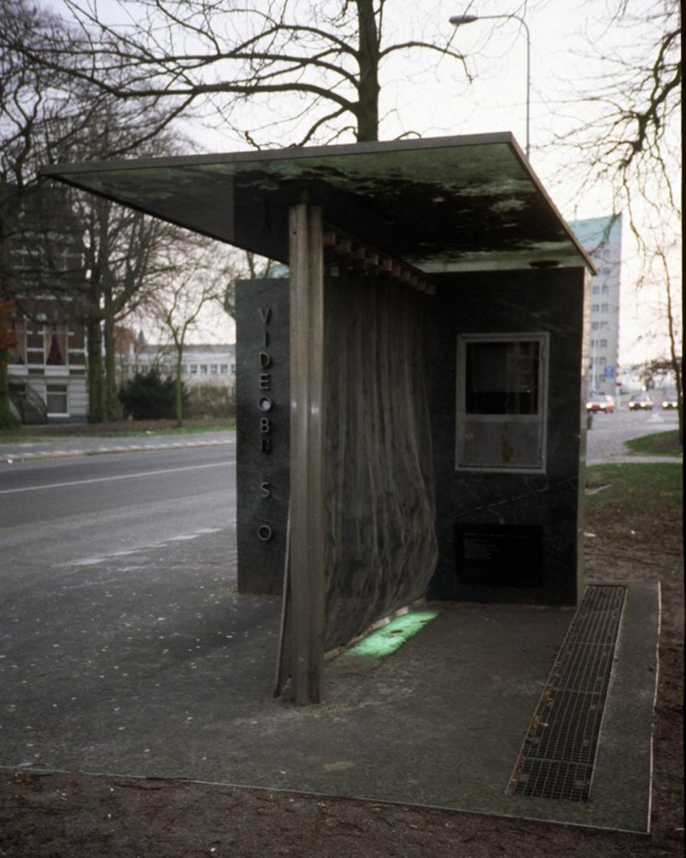 busstop0602.jpg