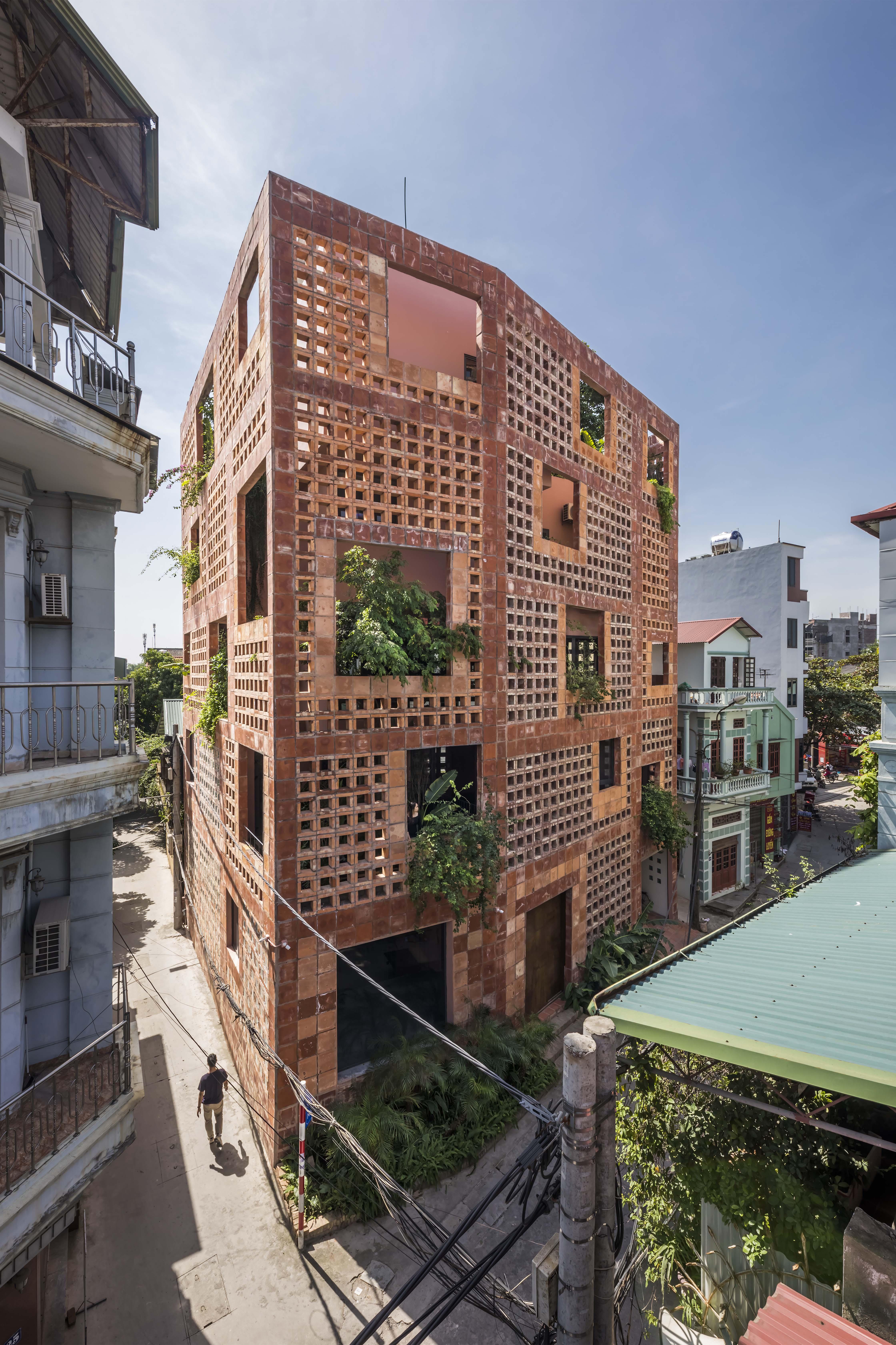 Battrang House01 - Bát Tràng House / thiết kế: VTN Architects